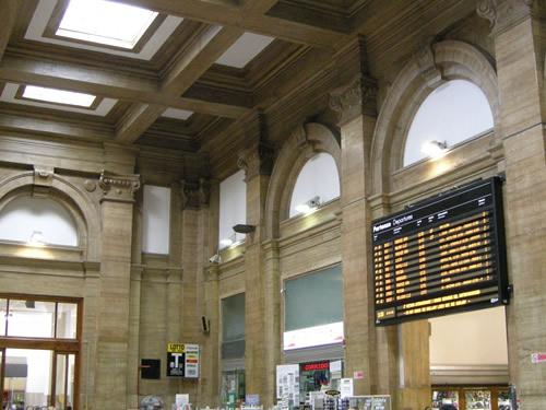 prato stazione treni foto